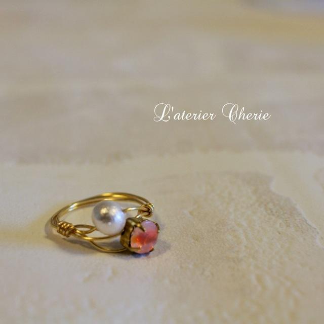 蜜柑色のガラスとコットンパールのワイヤーリング【Vintage】