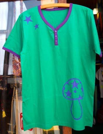 手描き☆きのこ柄のTシャツ