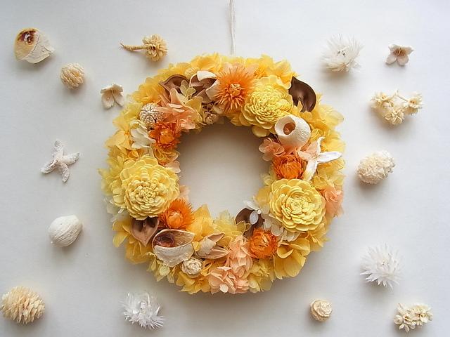 イエローオレンジの秋色リース Mサイズ