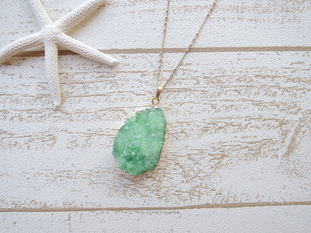 ☆SALE☆ Druzy Quartz Necklace Green