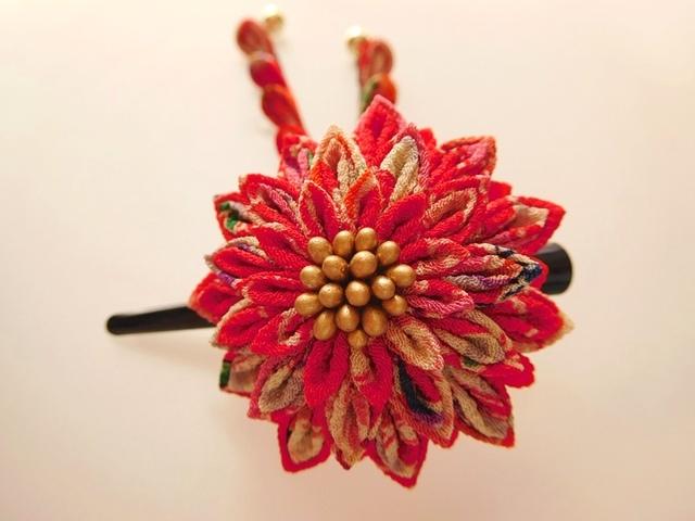 吉祥菊花柄赤 剣花のくちばしクリップ髪飾り #つまみ細工