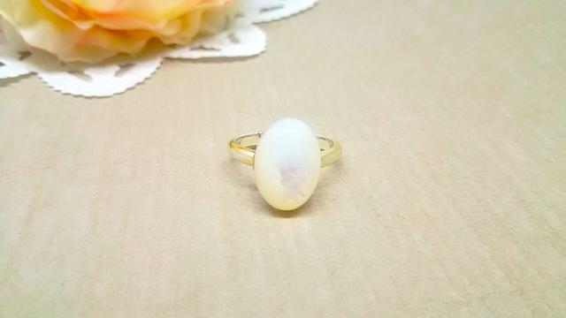 ホワイトシェル(白蝶貝)オーバルリング