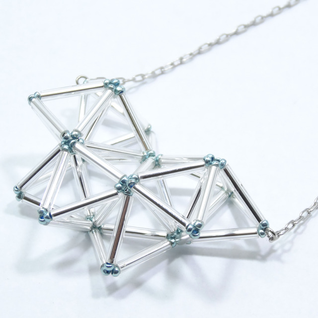 petals [シルバー]:三角ネックレス 《幾何学アートアクセサリー》