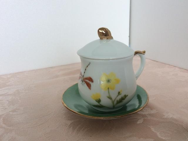 野の花の蓋つきコーヒカップ&ソーサーー
