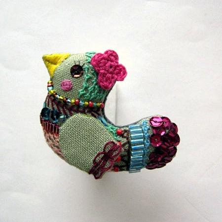 リネンの小鳥のブローチ(Yさまご予約分) BLNT-06 カーキグリーン