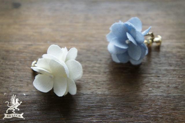 crosspoloさま order made earring 【 ちいさな紫陽花のイヤリング * white × blue 】