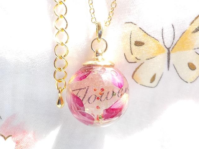 ガラスドーム ネックレス ♪ 薔薇の花びら