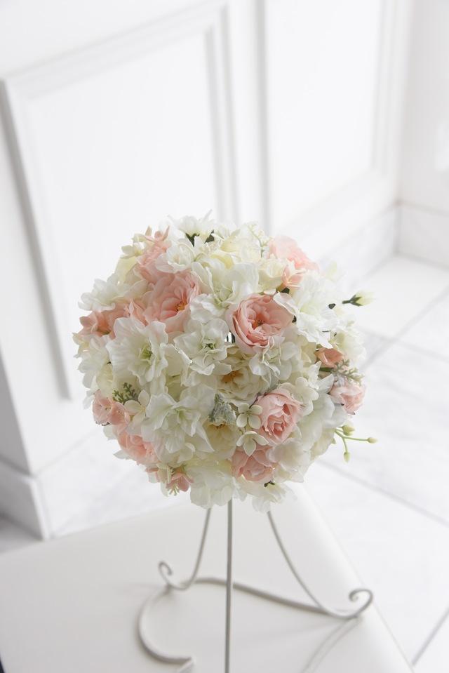 White小花のふんわりラウンドブーケ