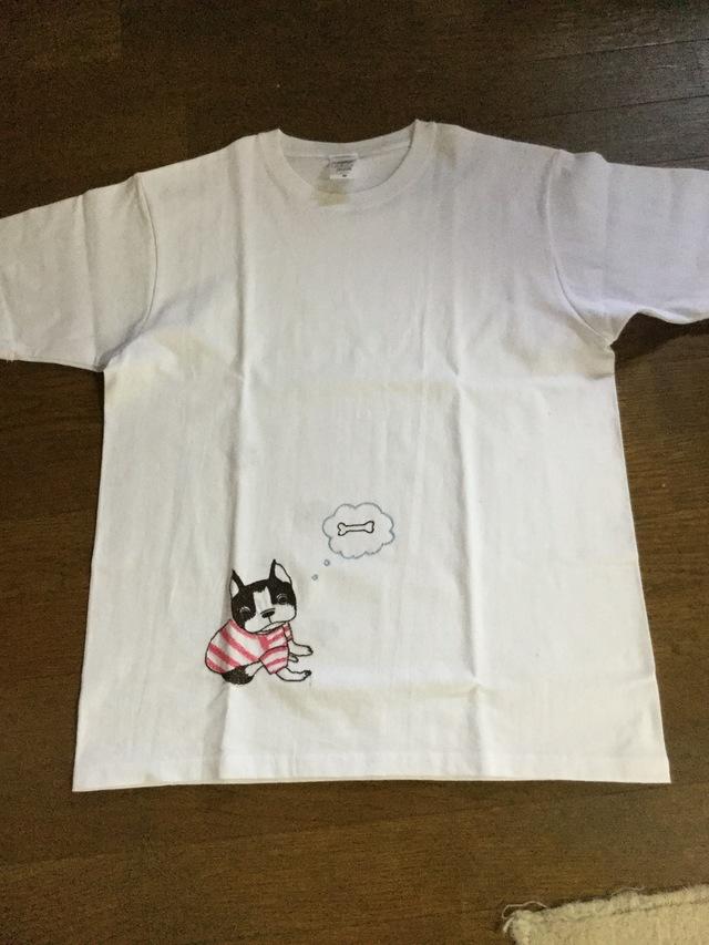 ボストンテリアの手刺繍のTシャツ