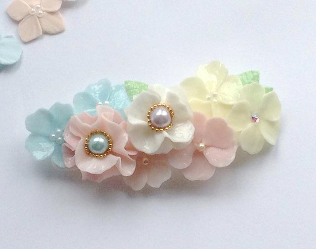 お花のアクセサリー 幸せヘアのバレッタ