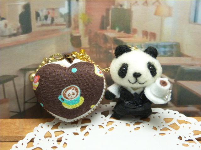 マスターのパンダとハート型マカロンコインケース
