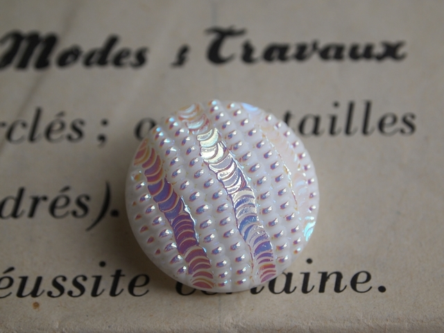 フランス パールに輝く大きめガラスボタン