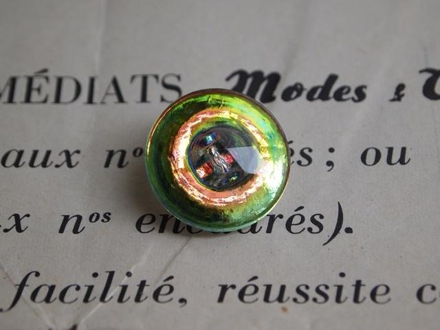 フランス 玉虫色のガラスボタン