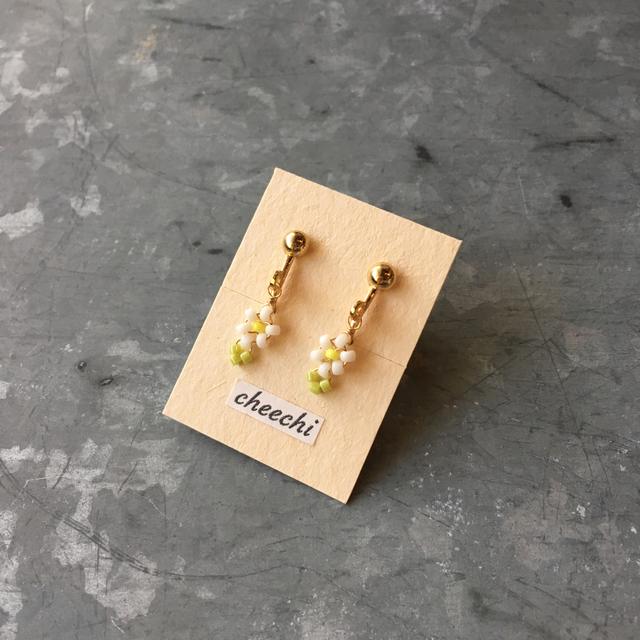 小さなお花のイヤリング01