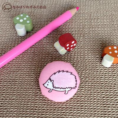 はりねずみ(ピンク) くるみボタンバッジ【ポストカード付き】