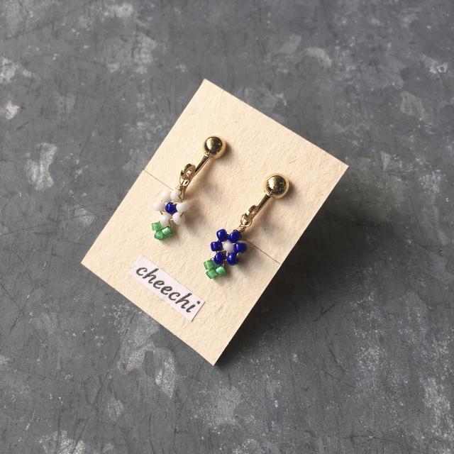 小さなお花のイヤリング02