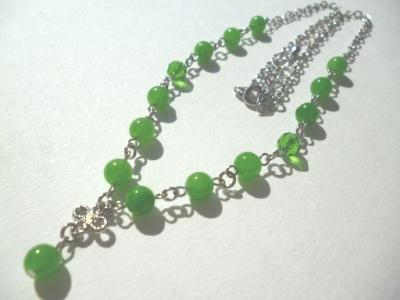 カルセドニー・カットガラスのネックレス