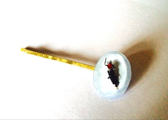 ミクロ昆虫のヘアピン