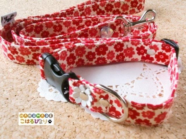 【再販 受注制作】赤いプチフラワー柄の首輪とリードセット?(中型犬用)