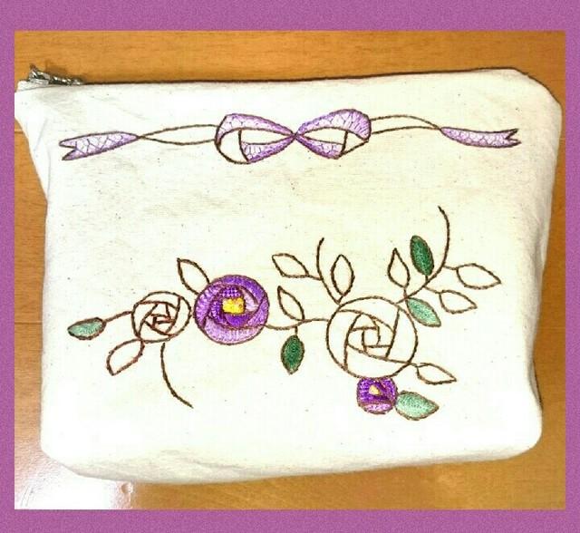 紫の薔薇とリボンのポーチ(手刺繍)
