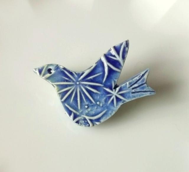 陶ブローチ-花文様青い鳥