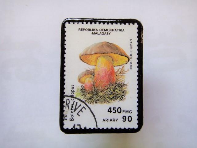 マダガスカル 切手ブローチ1404