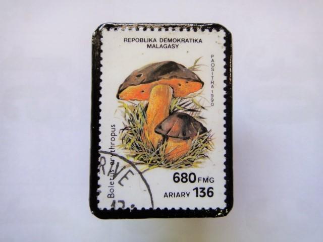 マダガスカル 切手ブローチ1405