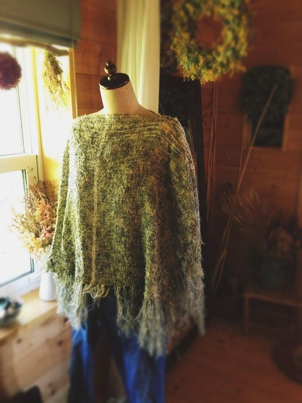 SOLD 手織り ツイスト糸のポンチョ