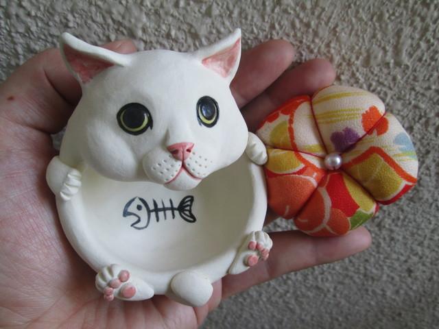 猫のピンクッション(白)