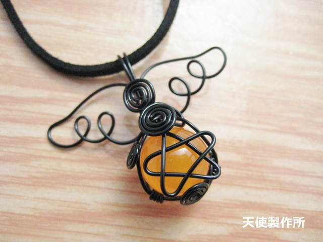 SALE☆ジェード(オレンジ)の五芒星ペンダント(黒)