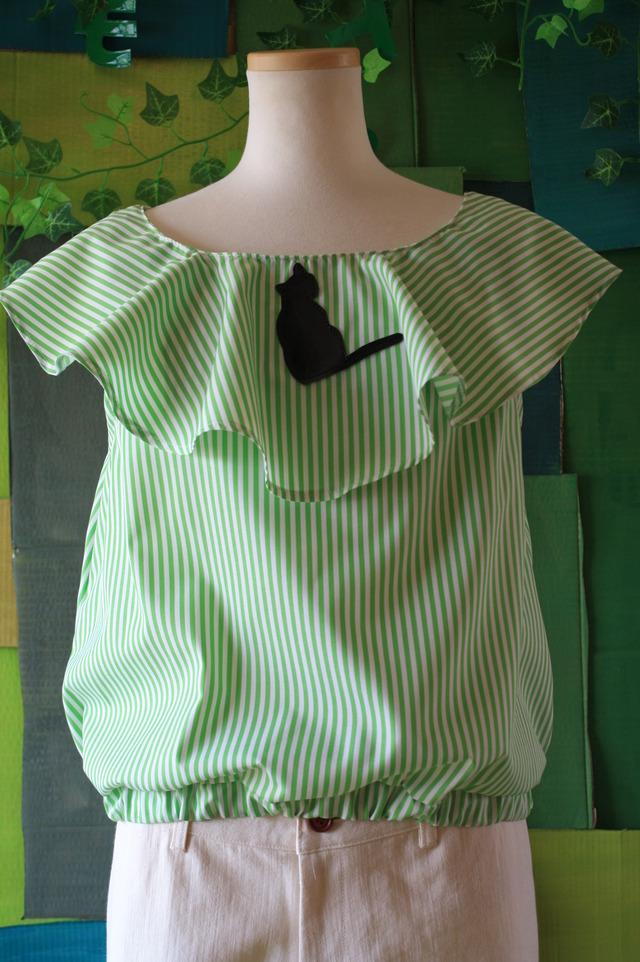 マントトップス 白×グリーンストライプ×黒猫