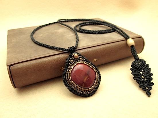 Y様ご予約品:ビーズ刺繍の天然石ペンダント 039
