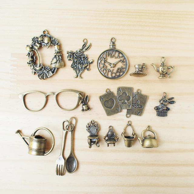 Vintage Charm Alice in wonderland/ ビンテージチャーム、不思議の国のアリス A-1