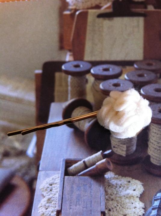 フエルトのお花で作ったヘアピン(オフホワイト)