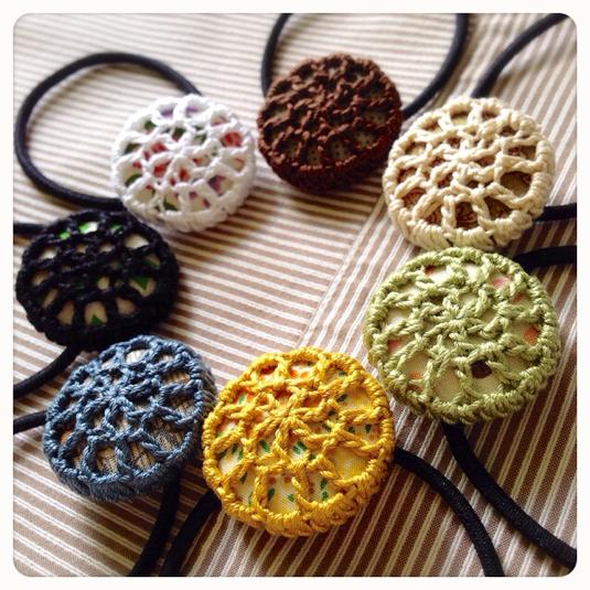 編みくるみボタンのヘアゴム(シックカラー)