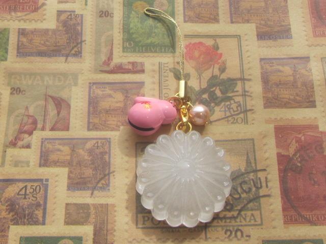和風 菊のゼリーのストラップ ピンクうさぎの鈴付き レジン スイーツデコ