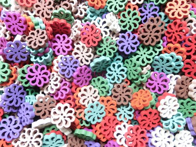 30個 柄彫りのカラフルボタン B104