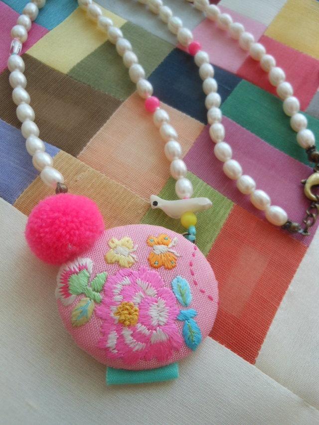 カラフルお花刺繍ネックレス