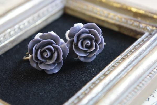 薔薇のイヤリング(パープルグレー)送料無料