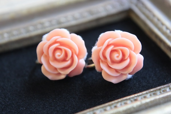 薔薇のイヤリング(オレンジ)送料無料