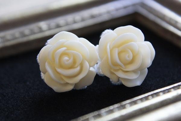薔薇のイヤリング(ミルク)送料無料