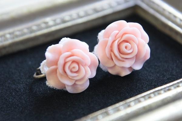 薔薇のイヤリング(サーモンピンク)送料無料