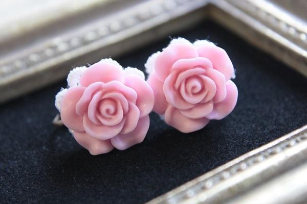 薔薇のイヤリング(ピンク)送料無料