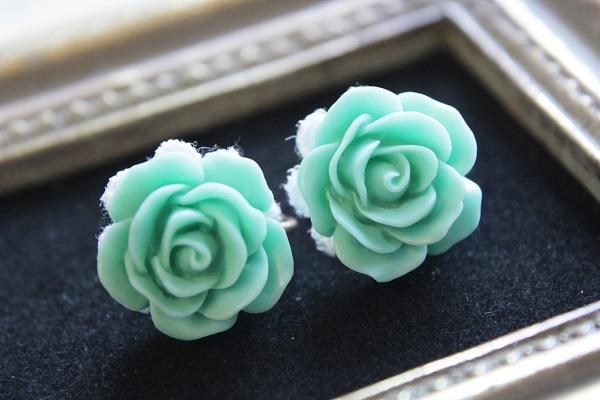 薔薇のイヤリング(エメラルドグリーン)送料無料