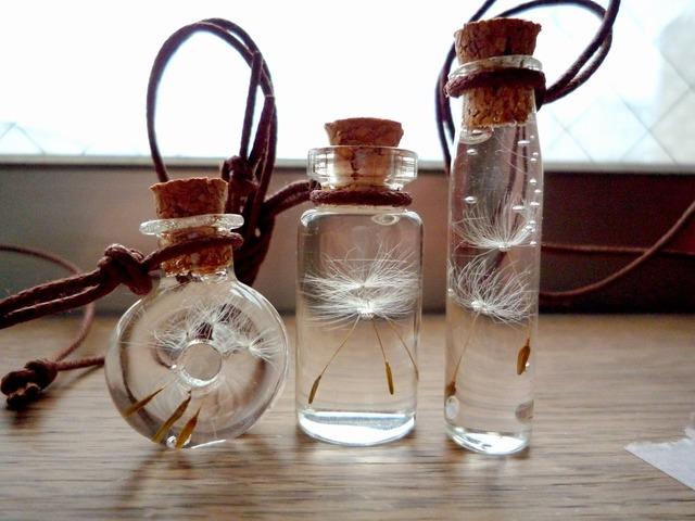 たんぽぽ綿毛の小瓶アクセサリー