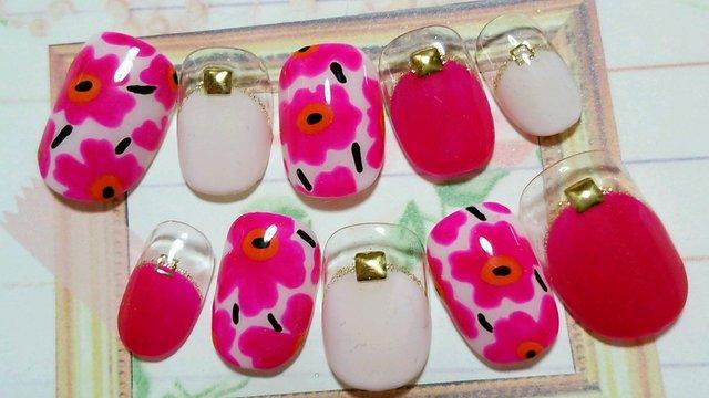 北欧風 濃い〜ピンクのお花ネイル