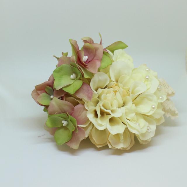 *クリームベージュダリアに個性的な花びらの髪飾り♪【送料無料】