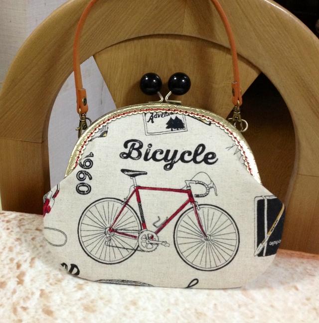 自転車とスニーカー*おしゃれなおでかけアイテムがま口ポシェット