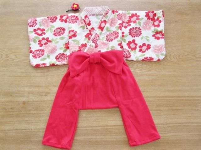 【値下げ】初節句、お誕生日、お正月、ひなまつりに 赤花柄着物&袴もどき 80cm 髪飾り付