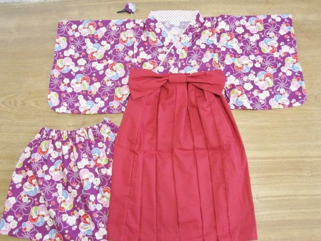 【値下げ】お正月、ひな祭り、誕生日に 紫花柄 着物&袴風ロングスカート 100cm 髪飾り付